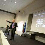 Bo Kruger presenting