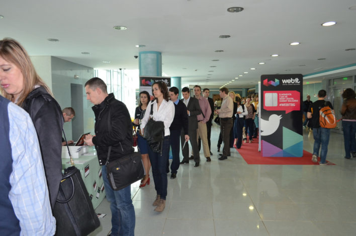 Queue of participants wishing to register for the event and get their badge